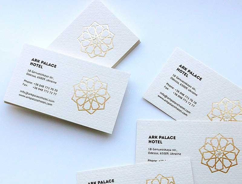 ark palace hotel vizitki zolotoe tisnenie - Изготовление визиток